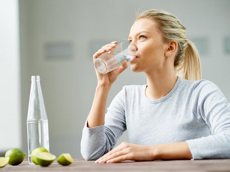bere acqua per prevenire le rughe